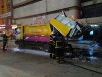 Adana'da seyir halindeki çöp kamyonu yandı