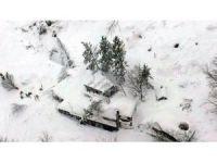 İtalya'da çığ altında kalan otelde kurtarma çalışmaları devam ediyor