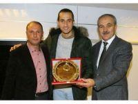 Yusuf Yazıcı, şampiyon liseyi ziyaret etti