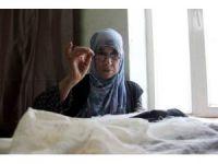 74 yaşındaki kadın gençlerin çeyizini süslüyor