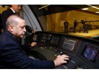Cumhurbaşkanı Erdoğan vatman koltuğuna oturdu