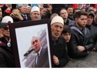 Kosova'da binlerce kişi eski başbakan Haradinaj'a destek için yürüdü