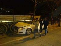 Otomobil duran TIR'ın altına girdi: 1 yaralı