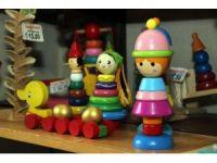 Fabrikasyon oyuncaklara karşı el yapımı ahşap oyuncaklar