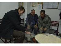 Başkan Ataç, pişmaniye çekti, kırmanın tadına baktı