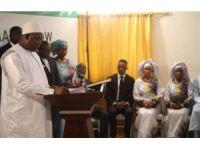 Gambiya'da bir devlet başkanı, iki first lady