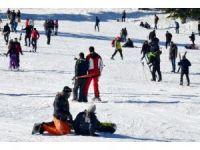 Günübirlikçilerin kayak keyfi