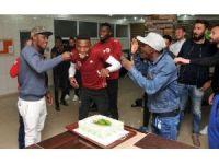 Alanyaspor'da Fofona'nın doğum günü kutlandı