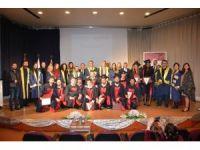 YDÜ yeni nesil iletişimcileri diplomalarını aldı