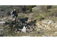 Koyun otlatırken tarihi kalıntı buldu