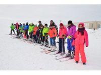 Tatvan'da öğrencilere ücretsiz kayak eğitimi