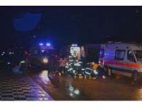 Yoldan çıkan araç kaldırımdaki yayaları çarptı: 4 yaralı
