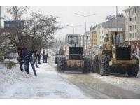Tunceli Belediyesi karla mücadele çalışmalarını sürdürüyor