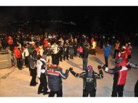 Sarıkamış'ın soğuğunda sanatçı Mahmut Tuncer'den sıcak konser