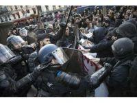 Fransa'da gençlerin gösterileri bitmiyor