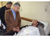 Vali Alpman'dan kazada yaralananlara ziyaret