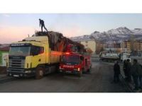 Tunceli'de hurda yüklü araçta yangın çıktı