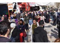 Malatya'da 'Ne alırsan 5 TL' izdihamı