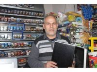 Marketçi tüfekli soyguncuyu veresiye defteriyle kovaladı