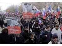 Binlerce kişi, sokak ortasında öldürülen Rus politikacıyı anıyor