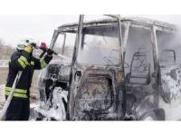 Satın aldığı minibüs yanarak kül oldu