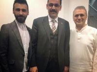Emre Kaya, dayısı Erol Parlak'ı özel konserinde yalnız bırakmadı