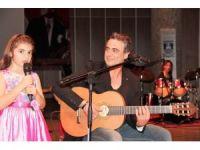 Kutsi 8 yaşındaki kızıyla konser verdi