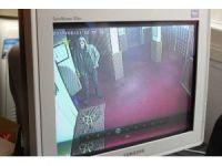 Biri camiyi soydu diğeri gönülleri çaldı