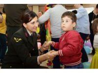 Jandarma down sendromlu çocuklarla bir araya geldi