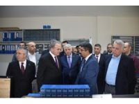 Bakan Özlü'den sanayicilere yatırımları ertelememe uyarısı