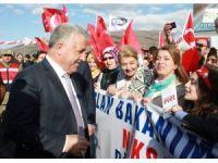 Bakan Arslan'a 10 yaşındaki kız milletvekili olmak istediğini söyledi
