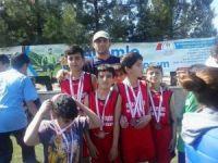 Kulplu öğrenciler atletizmde şampiyon oldu