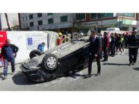 Aşırı hız yapan sürücü takla attı yol kenarında yürüyen yayaya çarptı