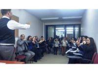 Avukatlar işaret dilini öğreniyor