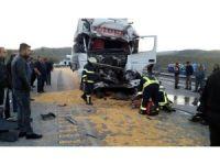 Manisa'da tırlar çarpıştı: 1 yaralı