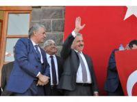 Bakan Arslan, Akyaka'da 'evet'lerle karşılandı