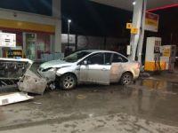 Önce bir jeep ile çarpıştı sonra akaryakıt istasyonuna girdi