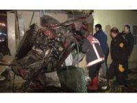 Başkent'tekontrolden çıkan otomobil muhtarlık binasına uçtu: 4 ölü, 1 yaralı