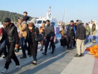 Çeşme'de 67 göçmen botları batmak üzereyken kurtarıldı