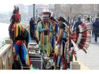 Kızılderili grup Tekirdağ'ı mesken tuttu