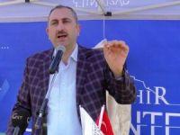 AK Parti Genel Sekreteri Abdülhamit Gül'den silahlı Erdoğan karşıtı pankarta sert tepki