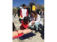 Öğrenciler vatandaşa ilk yardım eğitimi verdi