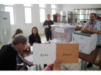 Gurbetçi vatandaşların referandum için oy kullanımı başladı