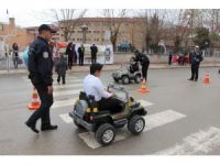 Polisten okulda eğitim, sokakta uygulama