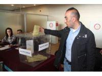 Elazığ Havalimanında referandum oylaması başladı