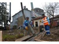 Kartepe Belediyesi, Avluburun Merkez Camiinde çevre düzenlemesi yaptı