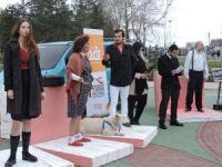 Dünya Tiyatro Günü'nde sokak performansı gerçekleştirdiler