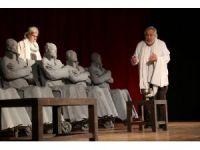 Usta oyuncuların 'Adalet, Sizsiniz' oyununa yoğun ilgi