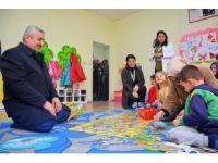 Başkan Baran, çocuklarla yakından ilgilendi