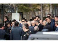 Başbakan Binali Yıldırım Şehit Ömer Halisdemir'in Kabrini Ziyaret Etti